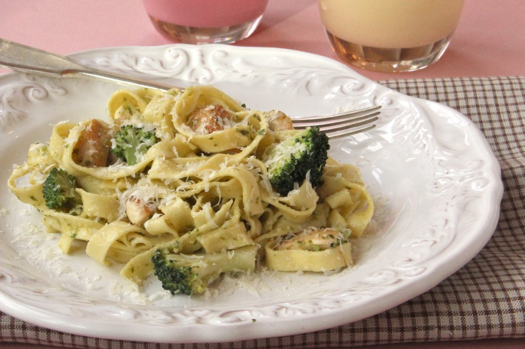 Food Makes Love Go Around – Chicken and Broccoli Pesto Fettucine